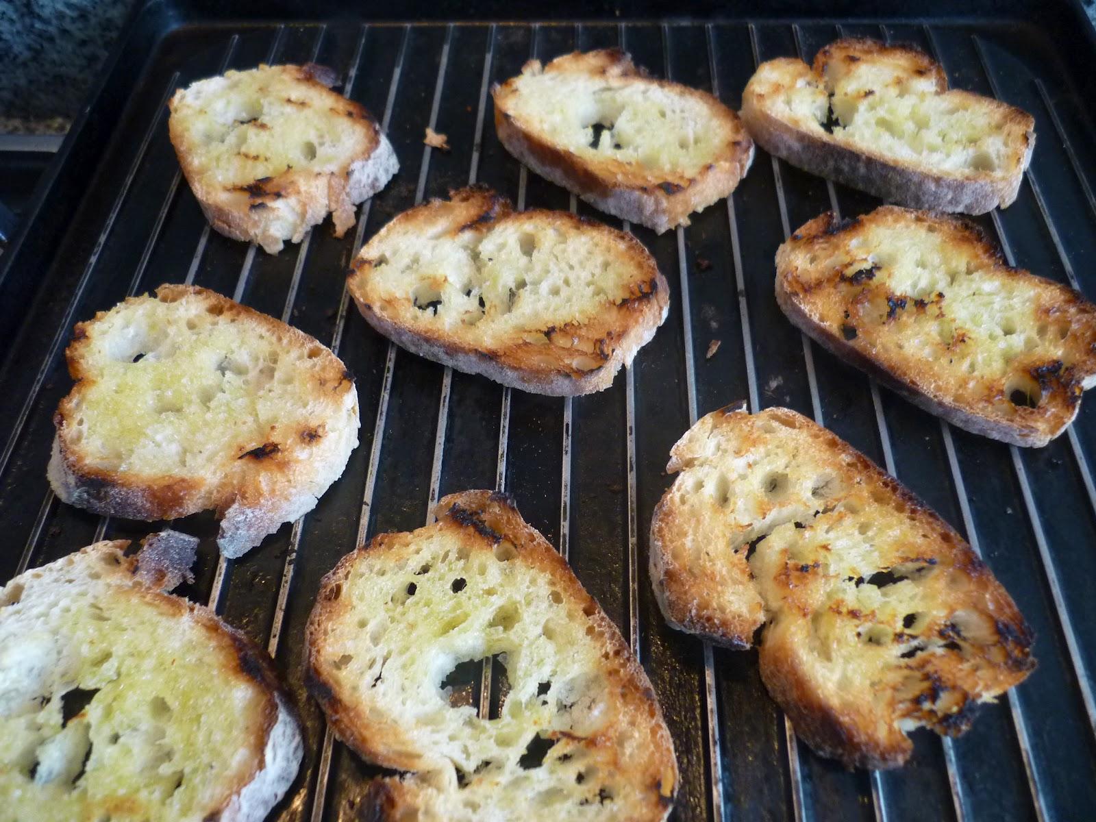 Crostini + Tomates con Albahaca - 03