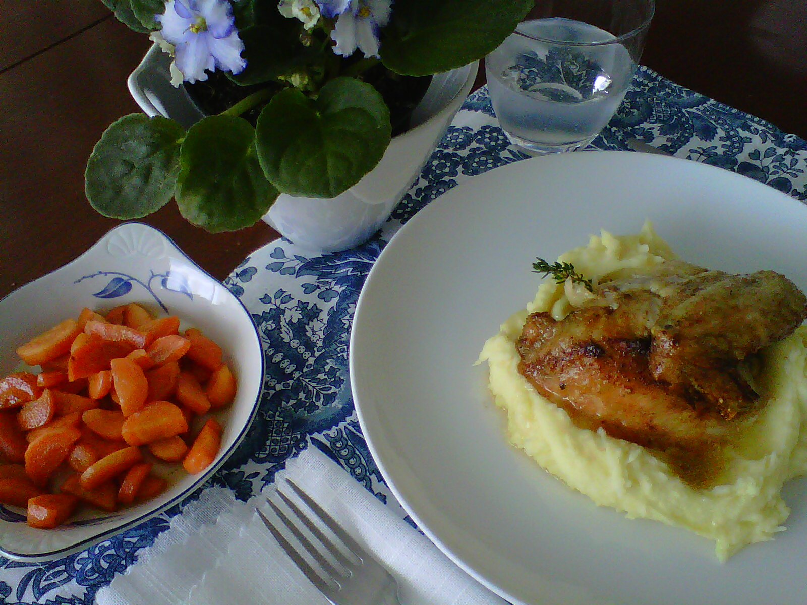 Pollo Asado + Pure de Papas + Zanahorias Glaseadas - 03